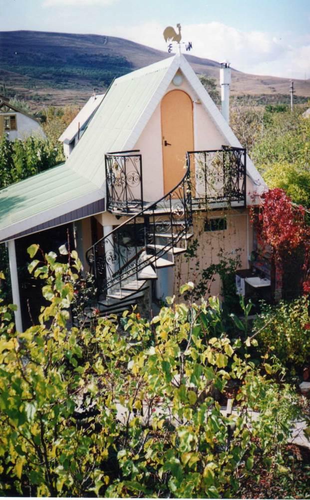 Недорогой уютный домик на даче с бассейном