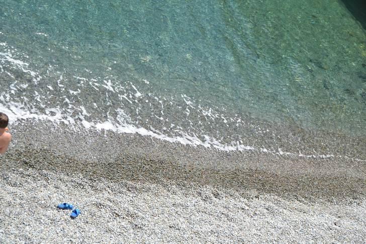 На самом берегу моря в Ялте. Эллинг до 4 человек. Свой пляж
