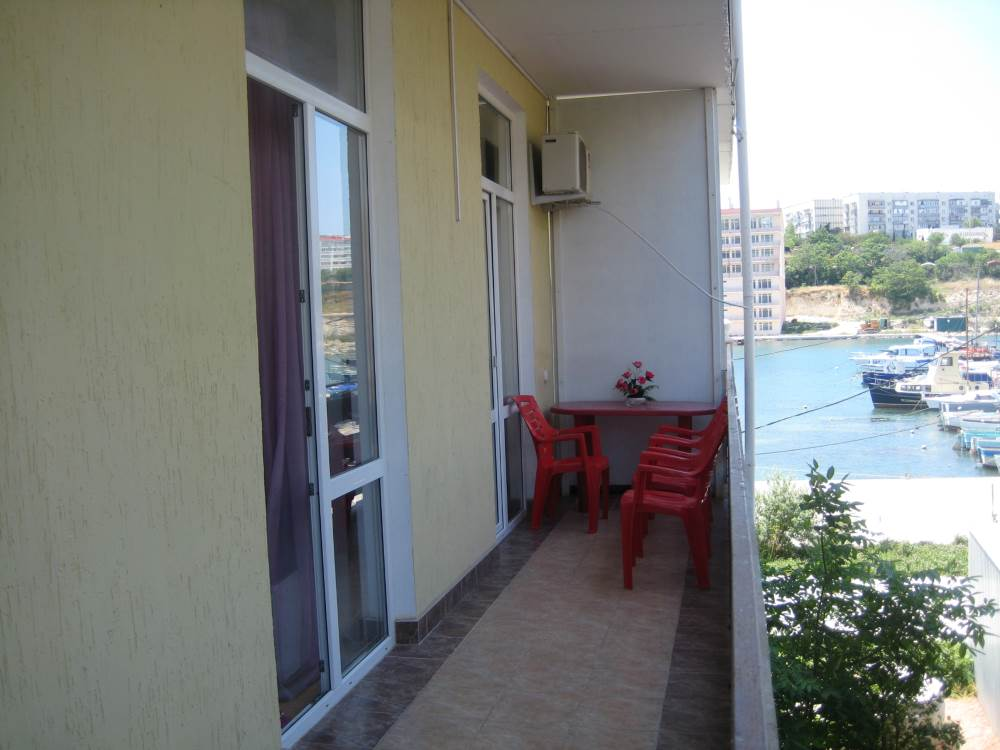 Уютная 2-комнатная  квартира на берегу моря