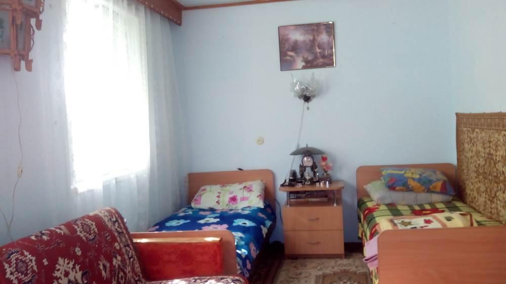 Комната на втором этаже двухэтажного дома