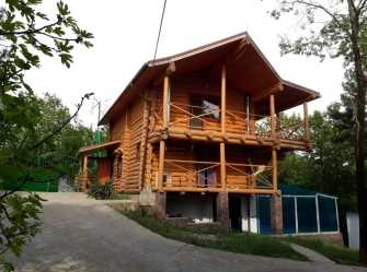 Бревенчатый дом в лесу, на море, между Лазоревским и Туапсе