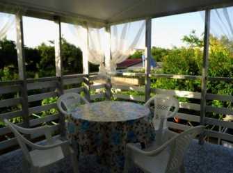 Двухуровневый домик с террасой у самого Черного моря