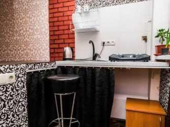 Комната - студия для двоих в частном доме в центре города.