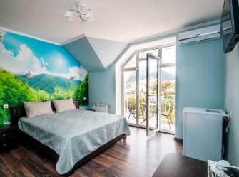 Двухместный номер делюкс с 1 кроватью видом на горы, боковым видом на море