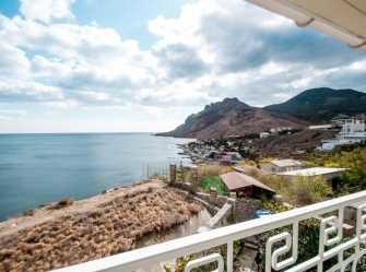 Семейный номер с балконом видом на море, горы