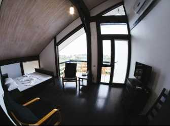 Стандарт с панорамными окнами и балконом