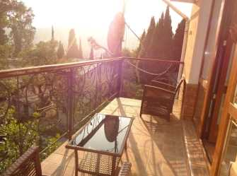 Сдается этаж дома с балконом