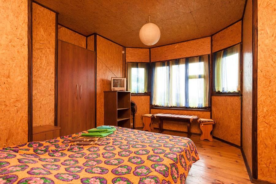 Номер(Шоколад) на втором этаже с двуспальной кроватью и возможностью доп.места