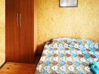 Номер(Зеленый) на втором этаже с двуспальной кроватью и двухъярусной кроватью