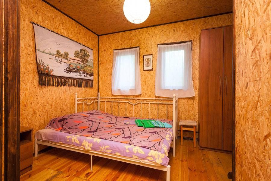 Номер(Сирень) на первом этаже с двуспальной кроватью и возможностью доп.места
