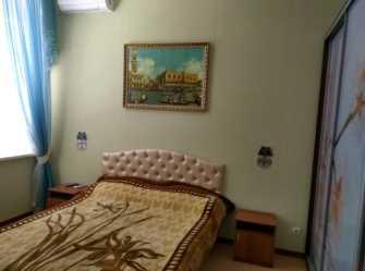 Двухкомнатная квартира с видом на пальмовую аллею в Мисхорском парке.
