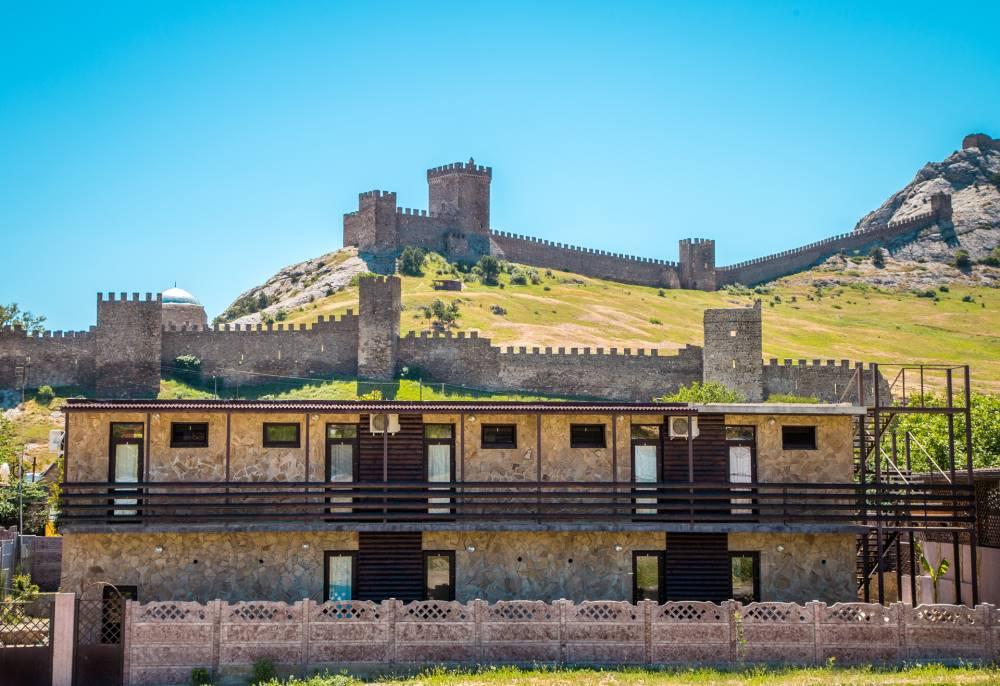 Гостевой дом 400 метров до моря у подножья Генуэзской крепости
