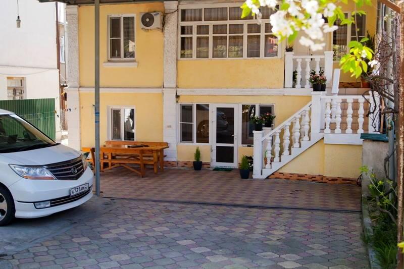 У Анжелы мини-гостиница в Гаграх