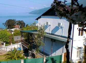 С бассейном и видом на море дом под-ключ в Гаграх