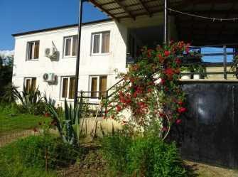 Дом в деревне у Нары частный сектор в п. Золотой берег (Гудаута)