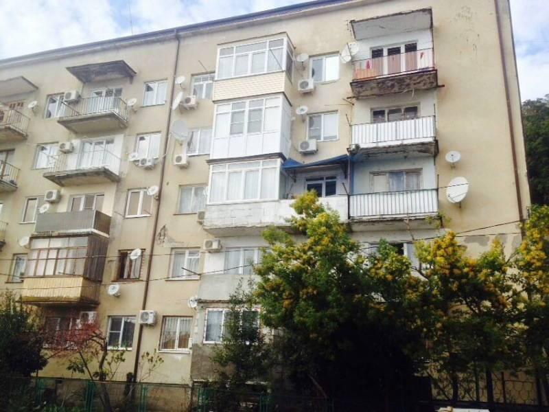 2х-комнатная квартира Рыбзаводская 81 кв 15 в Пицунде