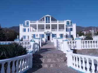 Белый дом отель в Геленджике