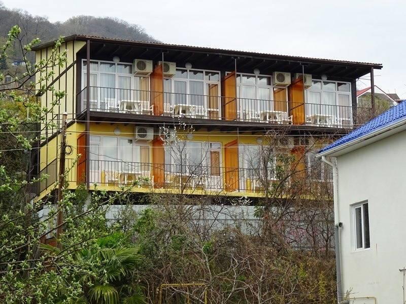 Оранжевый гостевой дом в Сочи