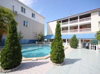 Три А гостиница в Лоо