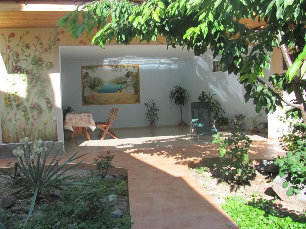 Дом с большим двором