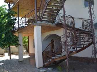 Гостевой дом с большим внутренним двориком - Фото 3