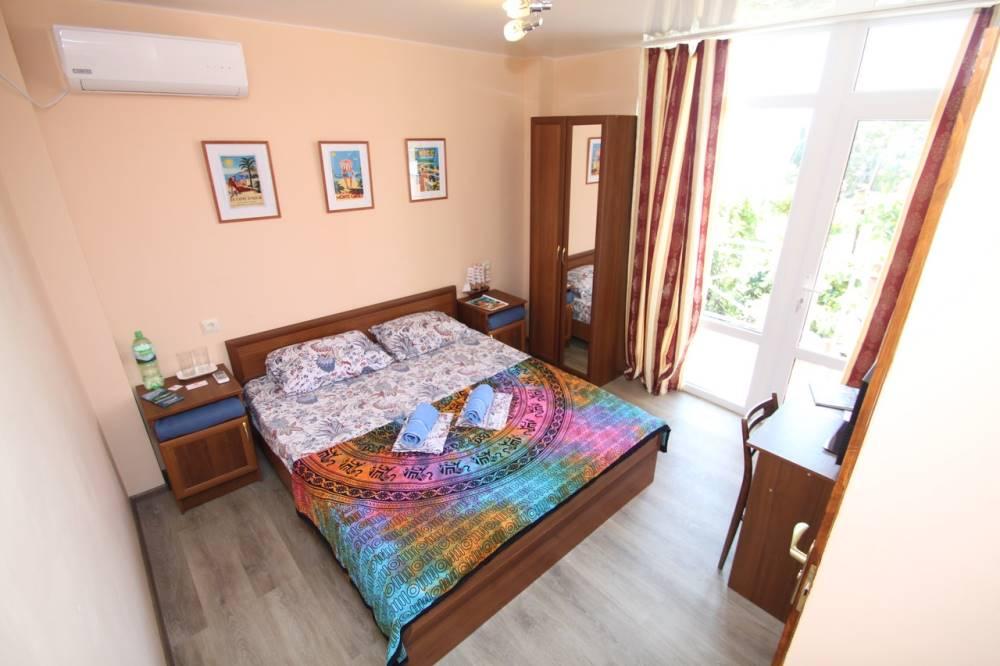 Двухместный номер с удобствами и балконом