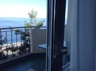 Двухкомнатный номер с балконом и видом на море
