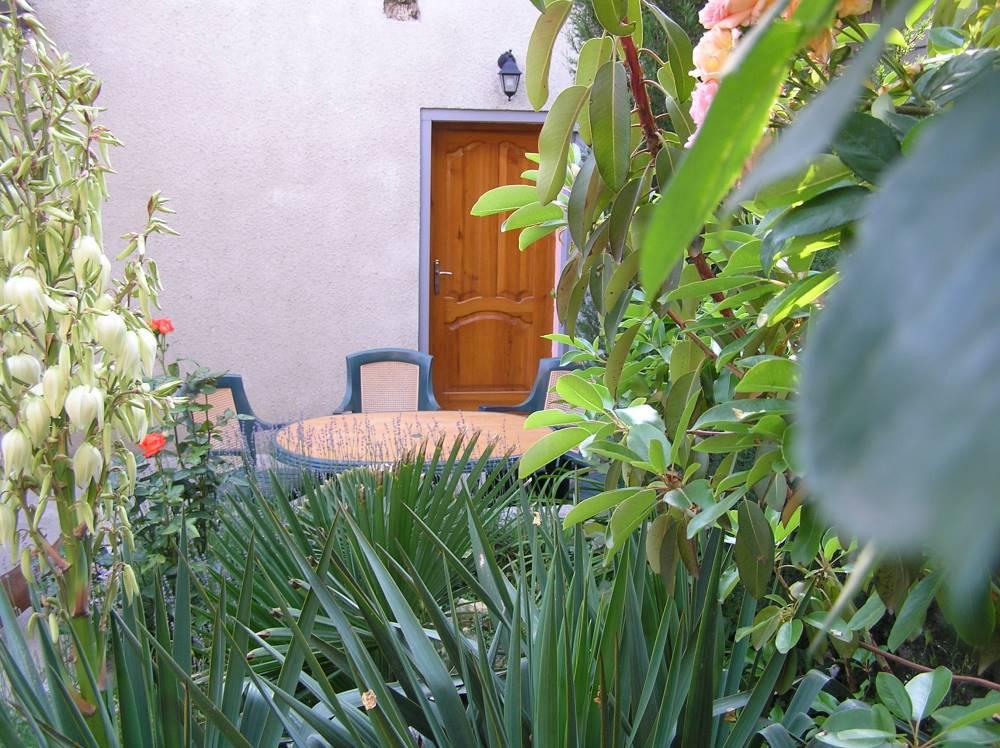 Дом с озеленной территорией у моря на 4 гостей