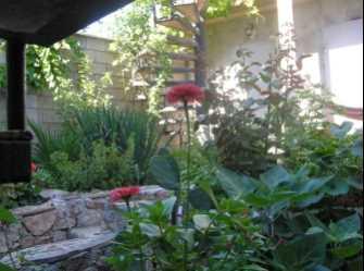 Дом на озелененной огороженной территории - Фото 2