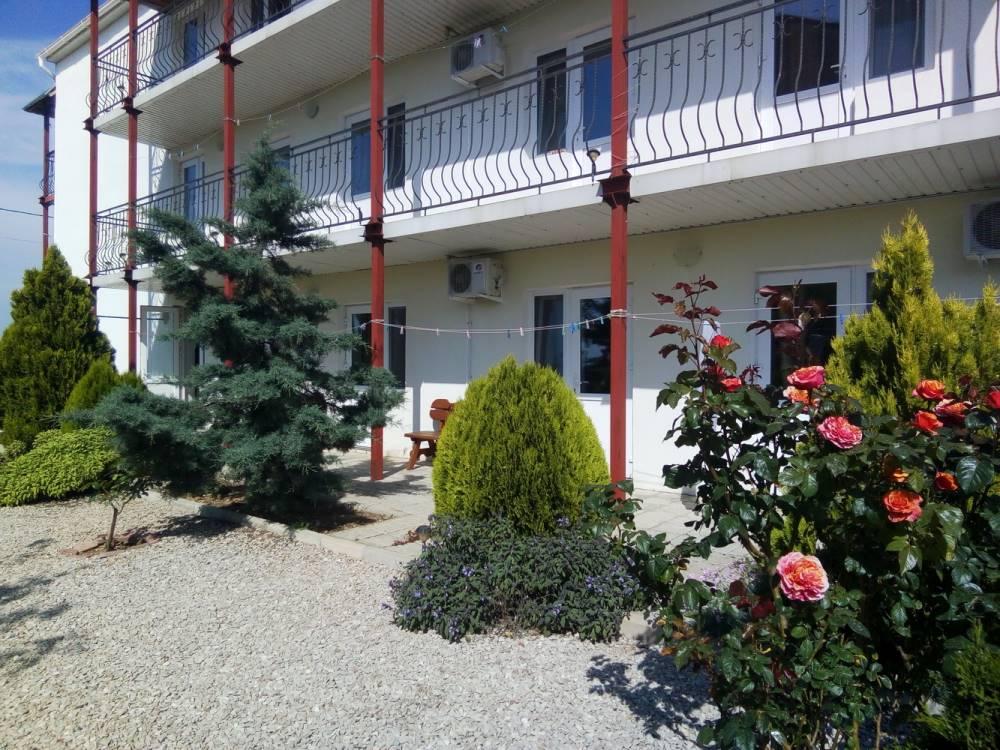 Гостевой дом в тихом месте у моря - 8 номеров п.Андреевка 25км от Севастополя