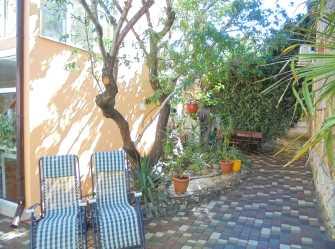Четырехкомнатный двухэтажный дом у миндального дерева. - Фото 3