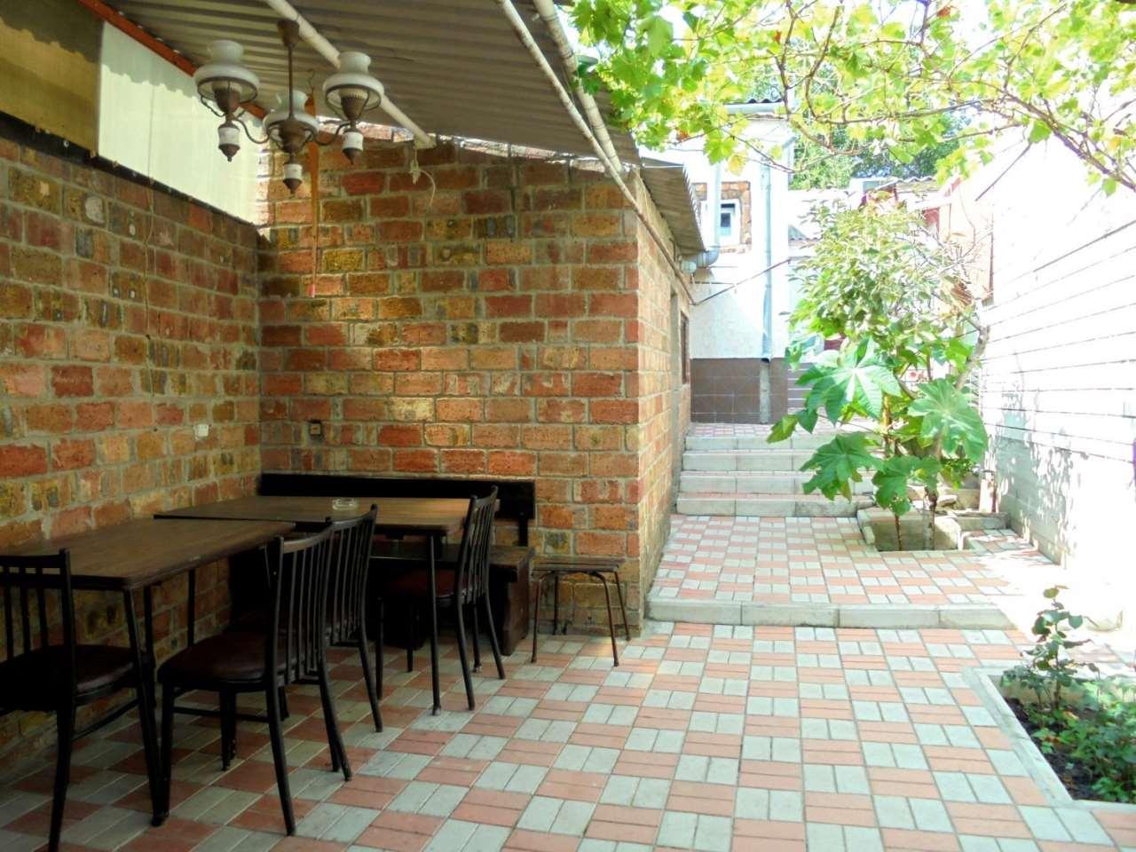 Отдельный трехкомнатный дом со своим закрытым двором и гаражом без хозяев.